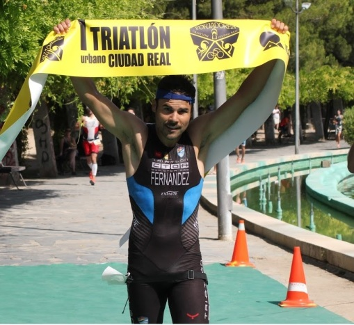 ganador masculino triatlon