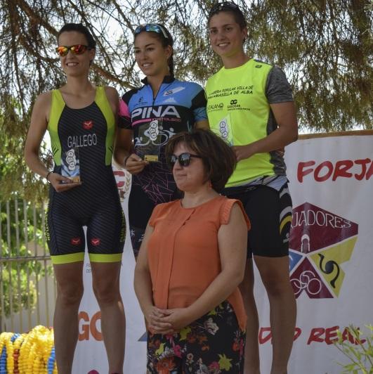 podium femenino.jpg