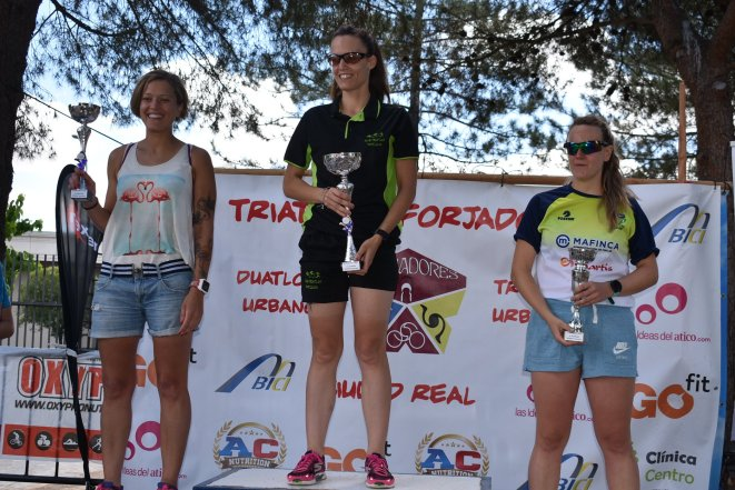 podium femenino III tri